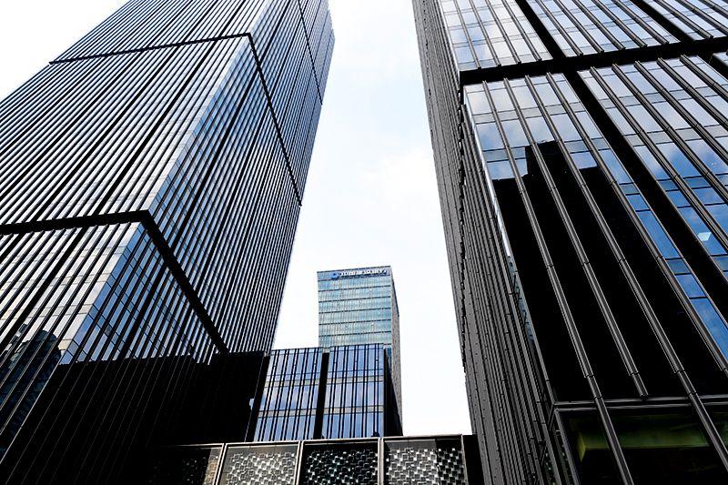 收评:创指大涨近4%沪指涨2.28% 逾180股涨停